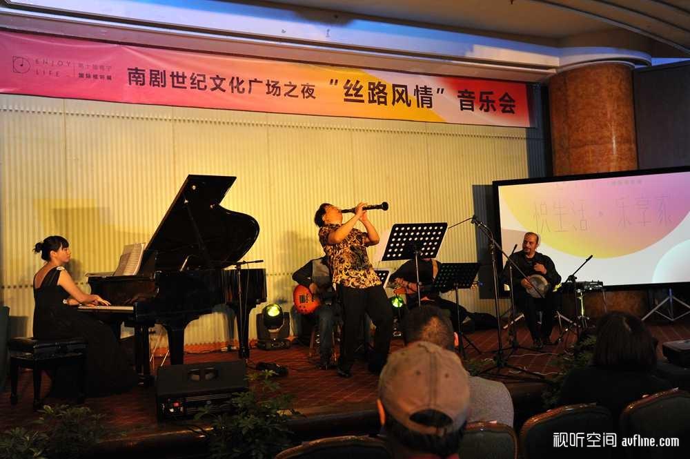 主办方特别筹划的音乐晚会,让嘉宾们感受现场演奏的欢愉
